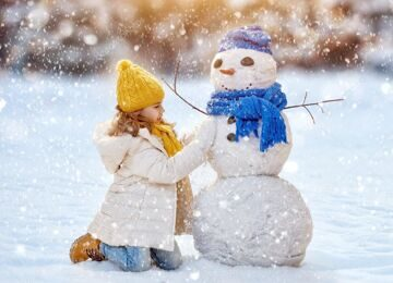 depositphotos_91923362-stock-photo-girl-playing-with-a-snowman