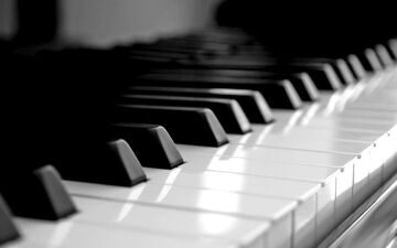 201179__piano-keys-are-black-and-white_p